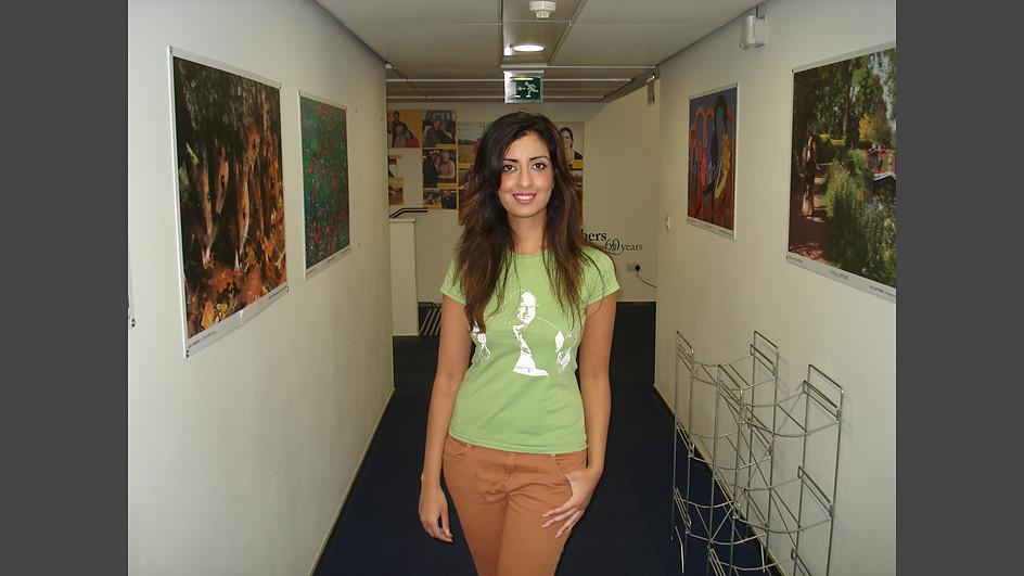 Noreen Khan tributes NFAK anrtsd wears NFAK T Shirts